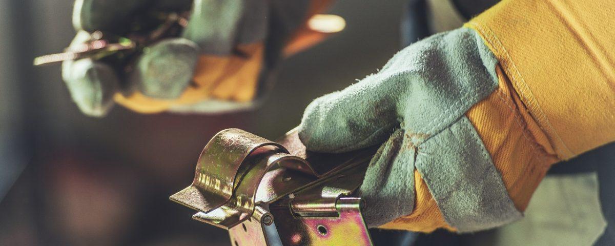 charnière pour porte acier